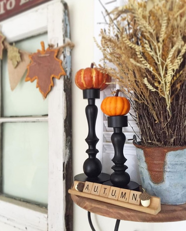 You don't need a ton of money or extra storage. You can decorate your home with items you have, a little creativity, nature, and a few bargain decor items. Holiday decorating made easy. DIY, HOME DECOR , FALL, HOLIDAY VIGNETTE #ssmfeatureme