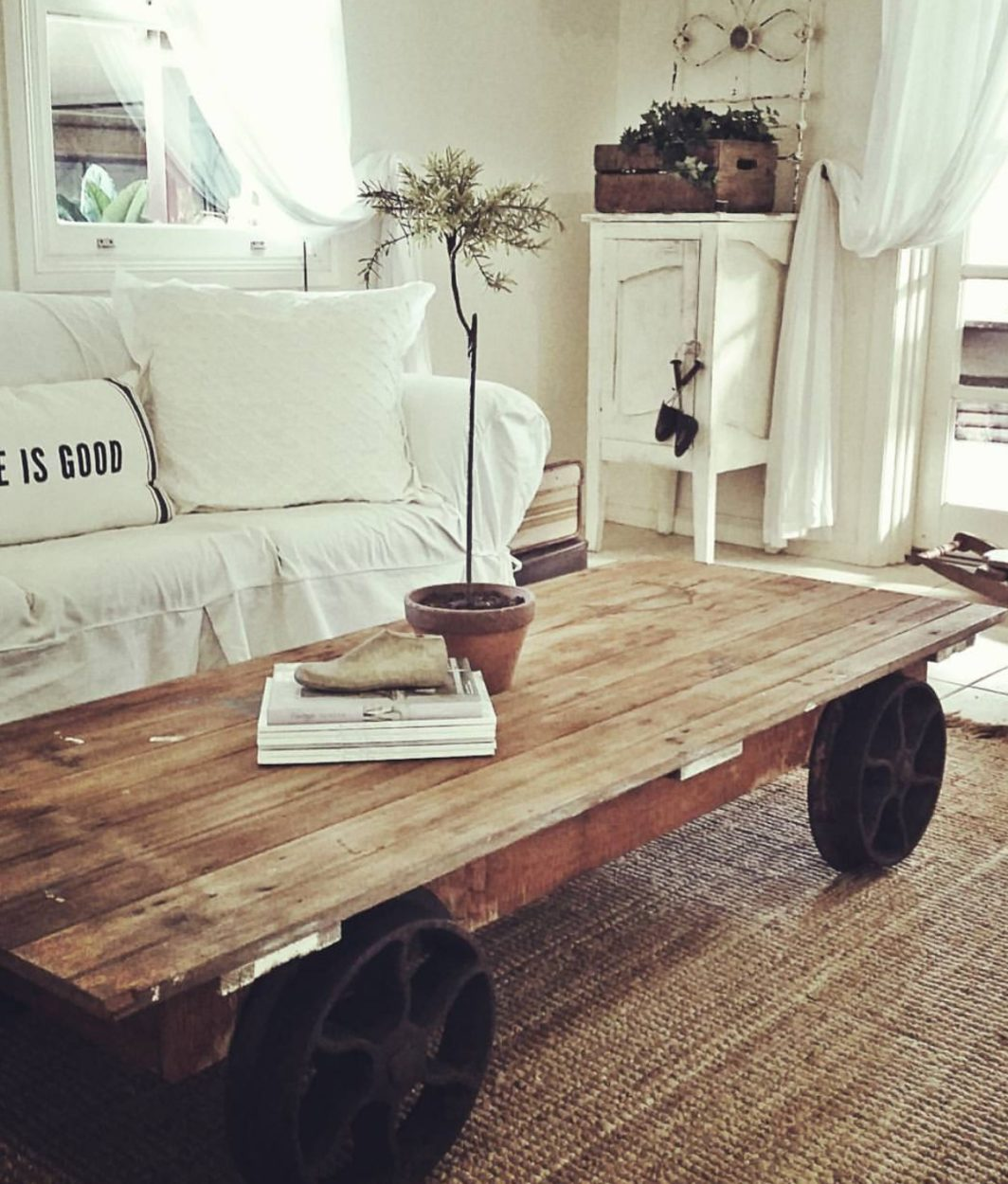 Farmhouse Home Tour using vintage and salvaged pieces. This is a #ssmfeatureme home tour with an Instagram friend Vintage Bliss. You can have a farmhouse home with thrifted, upcycled and items you already have.
