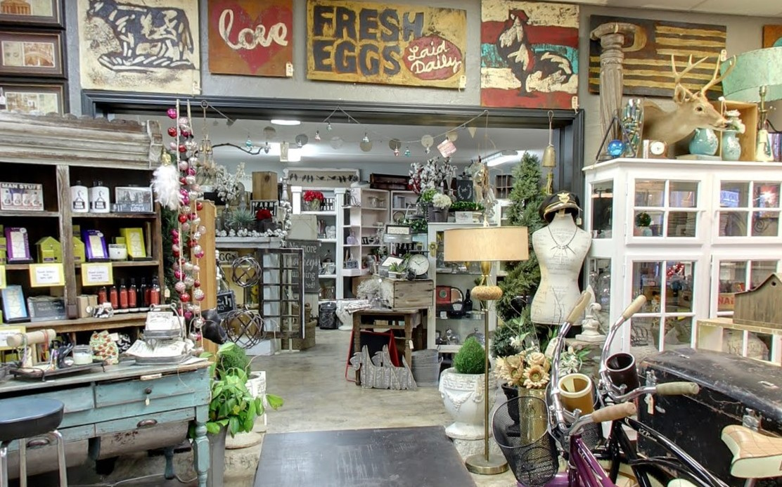 What to do in Oregon - Medford Oregon farmhouse vintage store Coop De Ville store