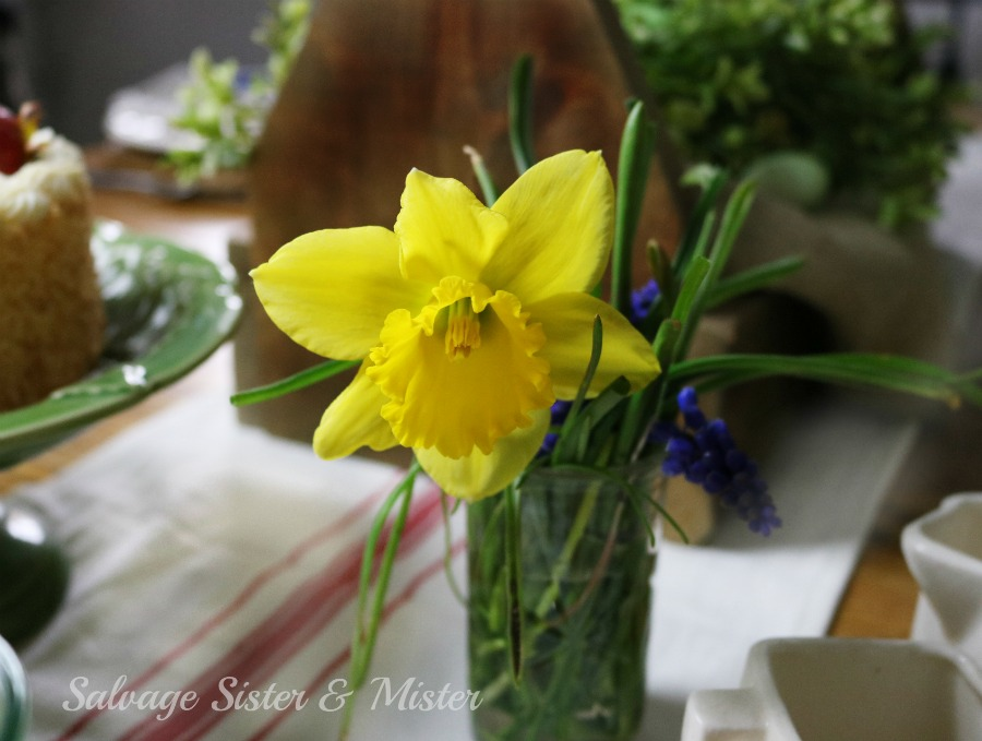 Using spring flowers for the yard make a perfect addition to this spring table setting. Shopping the home to make a pretty tablescape for Easter brunch. Flowers are always a nice addition to any table and if you use them from your yard they cost nothing. Budget decorating.