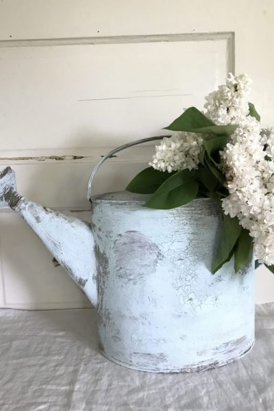 "DIY ""Chippy Paint"" Farmhouse Watering Can"