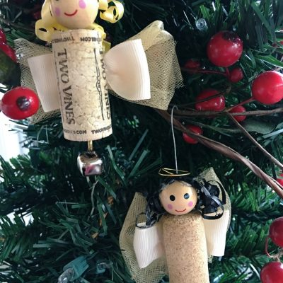 A DIY craft project reusing corks. It's a Wonderful Life wine cork angle ornament makes it fun to reuse. Great Christmas craft. #holidaycraft #repurpose