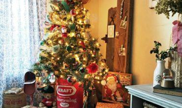 Simple Vintage Christmas Tree