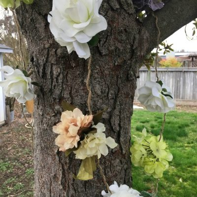 How to make an artificial flower garland #craft #garland #reuse salvagesisterandmister.com