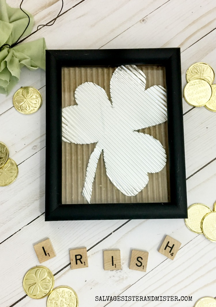 DIY Shamrock Wall Art - Corrugated using foil and cardboard #craft #stpatricksday
