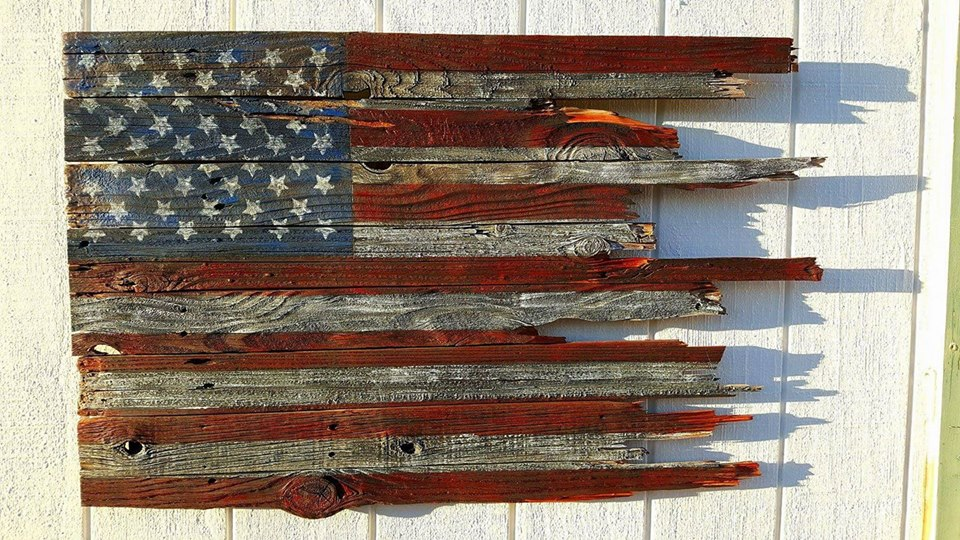 Rustic wood flag from Ruth Vandanssem. Great way to use up wood scraps #flag #4thofjuly #upcycled #rustic