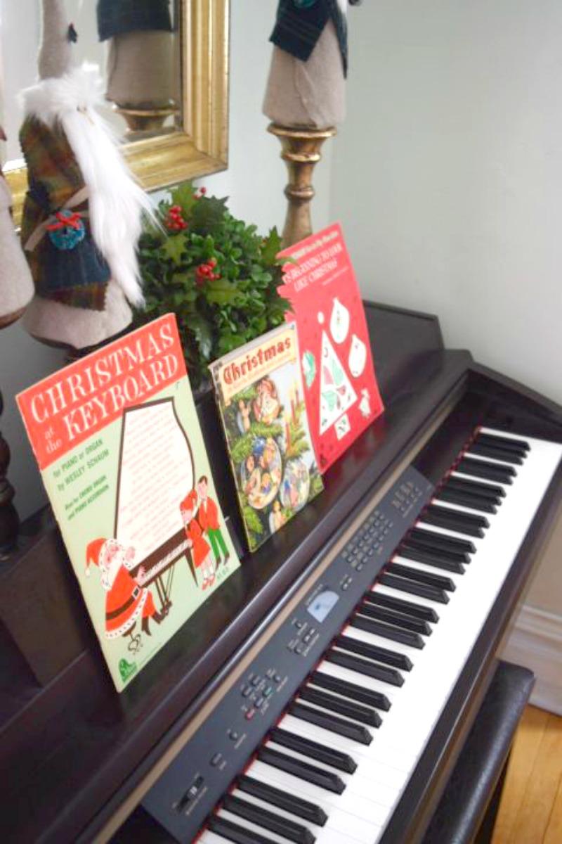 Jolly Old Saint Nicholas Scrap Fabric Craft|Cozy Traditional Home blog|cozytraditionalhome.com #vintagechristmas #christmascraft #stnick