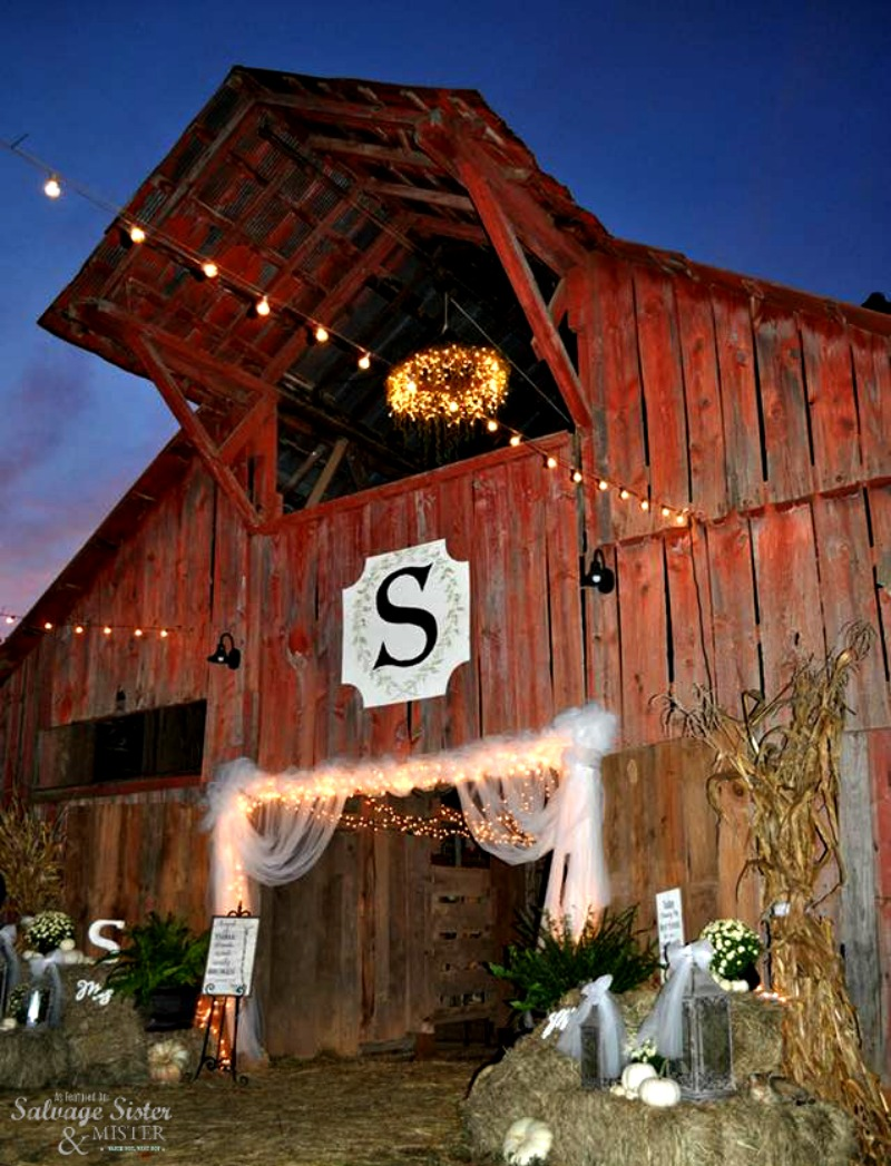 A bacyard barn wedding on the farm. Use what you have to make a wedding that is budget friendly and beautiful #budgetfreindly #simpleliving