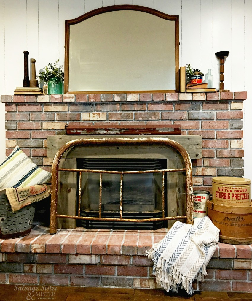 I love using what I have, some thrifted items, and a few new things to decorate my home. That's what I did with this fireplace area - Vintage mantel decor using mostly items I found out thrifitng #thrifting #budgetdecor #mantel