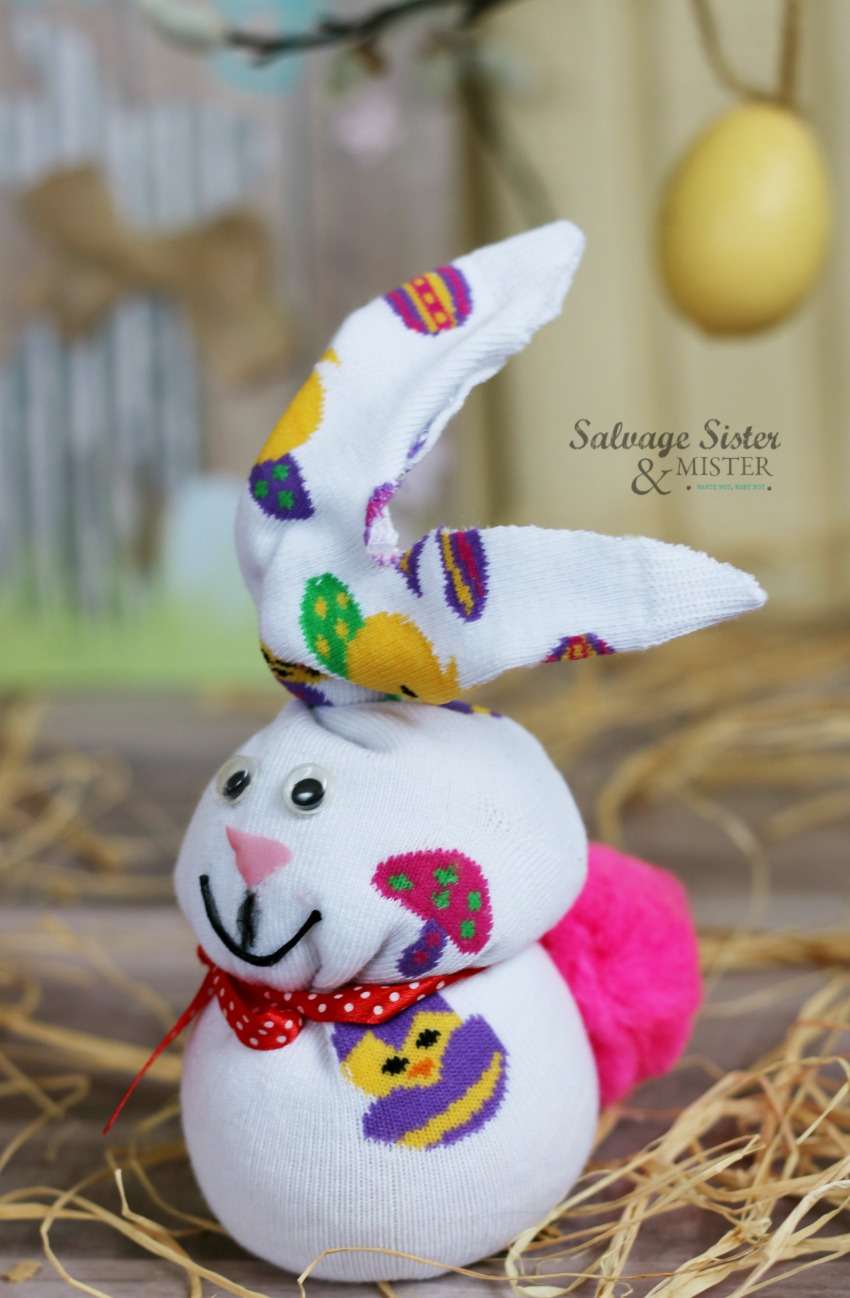Turn a sock into an Easter bunny. This no sew sock bunny is an easy craft and fun for all ages. Get the details on salvagesisterandmister.com #eastercraft #bunny #nosew