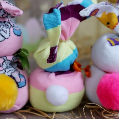 Using socks to create sock bunny easter craft for a fun project on salvagesisterandmister.com