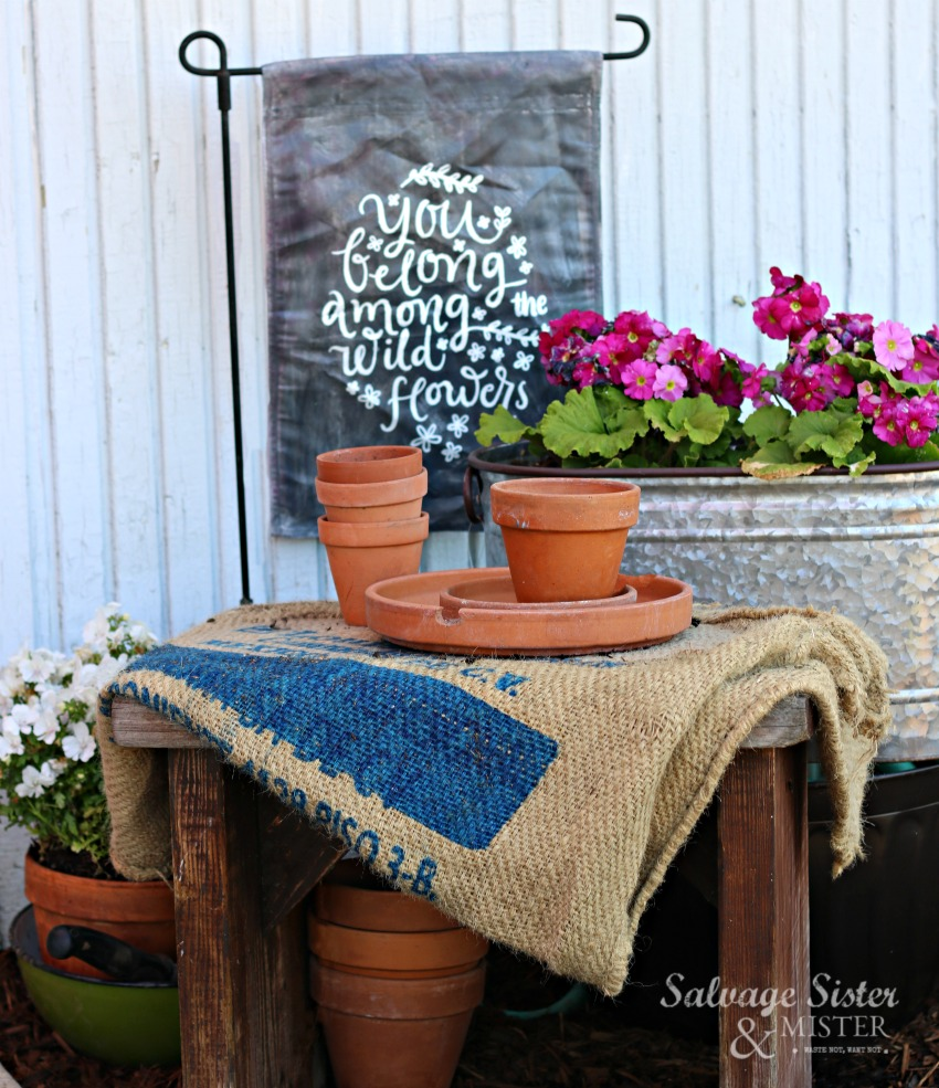 DIY painted garden flag is a great way to update an old one. Reuse it to a brand new look. Plus, it can be reversible. Instructions on salvagesisterandmister.com #reuse #garden #crafts