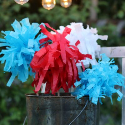 4th of july tissue paper sparklers are great for little ones -safe and fun for decor. #4thofjuly #crafts #reuse