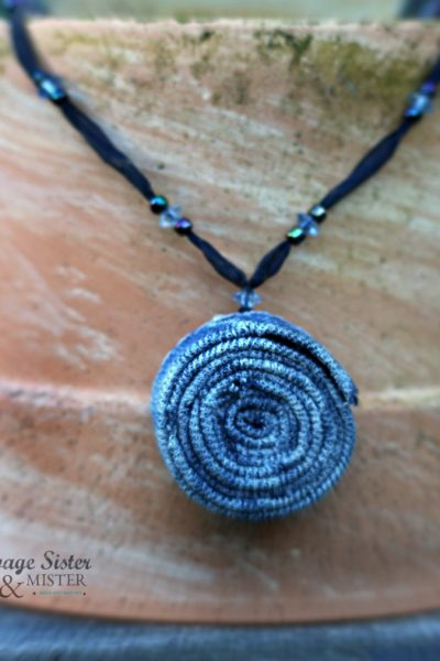 Creating a budget friendly necklace from old jeans - upcycled denim necklace is an easy draft and a great way to repurpose jeans you no longer wear