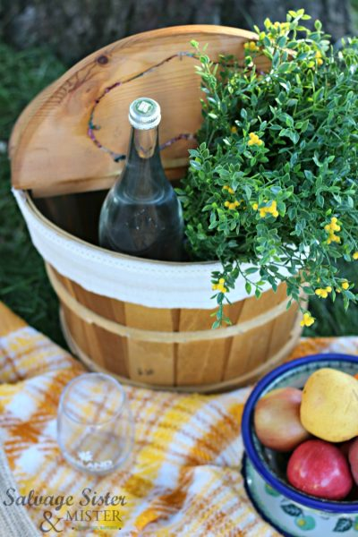 Updating an old picnic basket into a modern farmhouse neautral style for a fabulous al fresco evening picnic on salvageisterandmister.com
