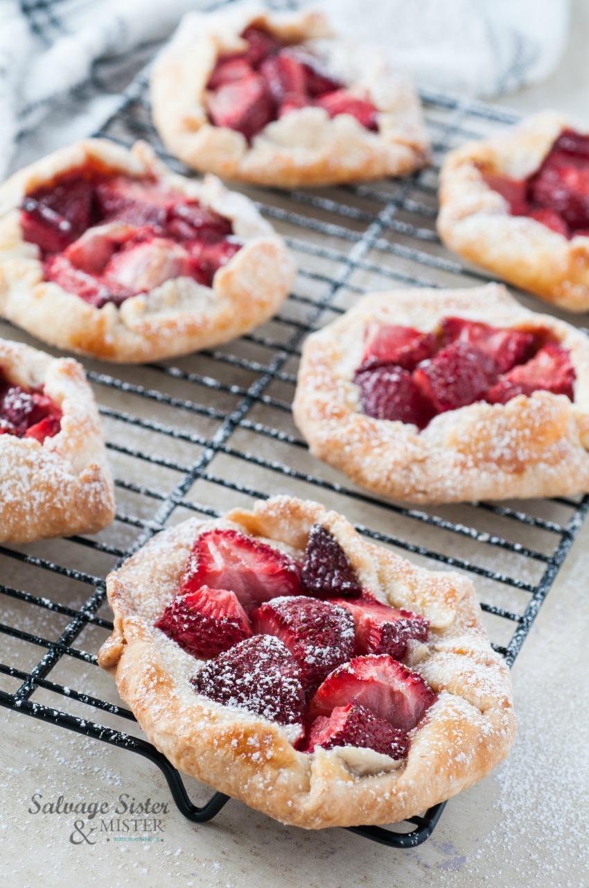 min istrawberry pies galettes on salvagesisterandmister.com