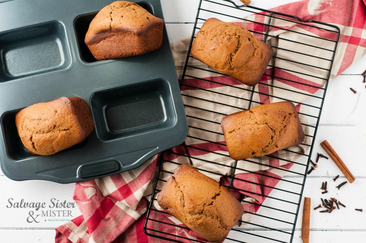 tasty mini spiced gingerbread loaves on salvagesisterandmister.com