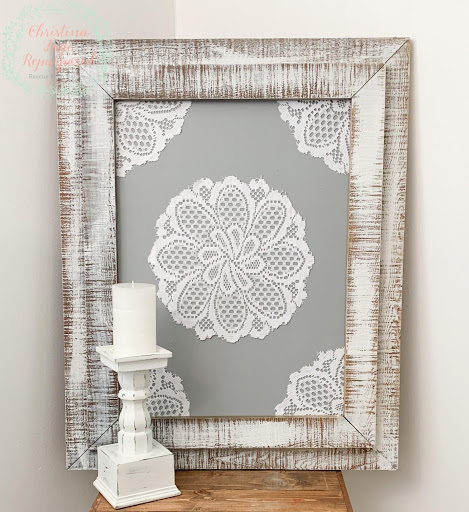 Do you have an old memory board (photo board) you need to make new? Here is a tutorial on making it into a farmhouse wall decor with items you make have on hand. Project is less than $10 so it is very budget-friendly. Get full craft (DIY) instructions on salvagesisterandmister.com