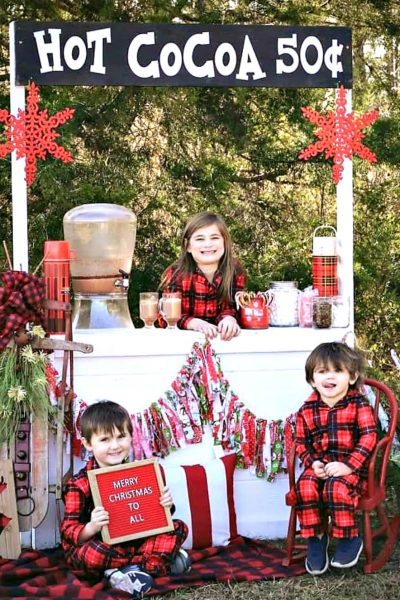Hot cocoa stand is not only a fun familly activity for the kids or a party but it's also a great photo booth for holiday pictures. Get the details on this at salvagesisterandmister.com