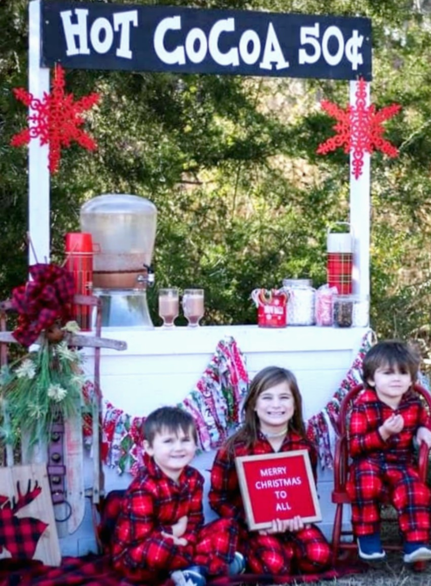 Turning a lemonade stand into this adorable hot cocoa stand is a fun winter activity for the kids plus a great photo opportunity as a photo booth. Get the details on salvagesisterandmister.com