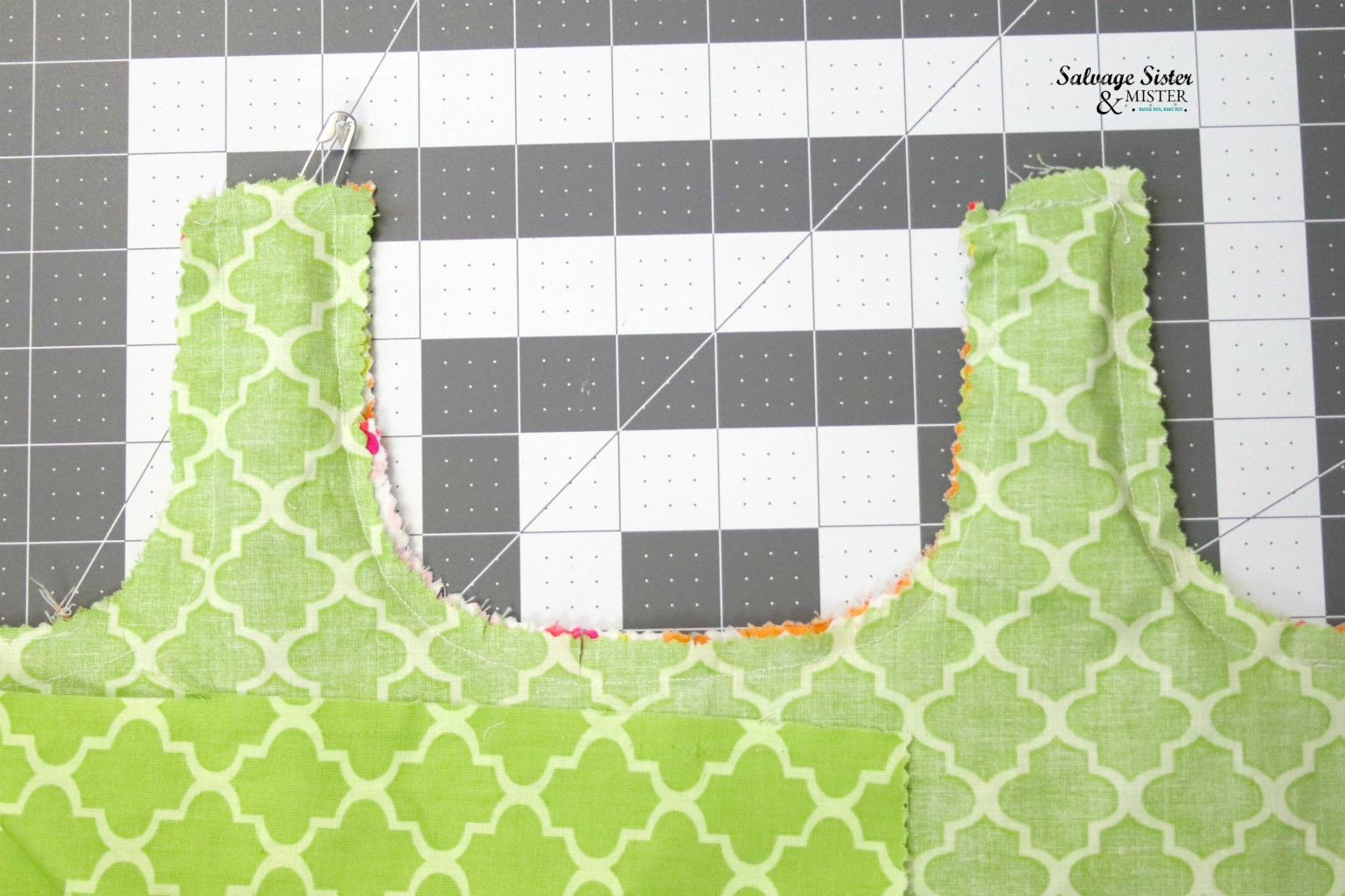 reusable shopping bag that is reversible on salvagesisterandmister.com