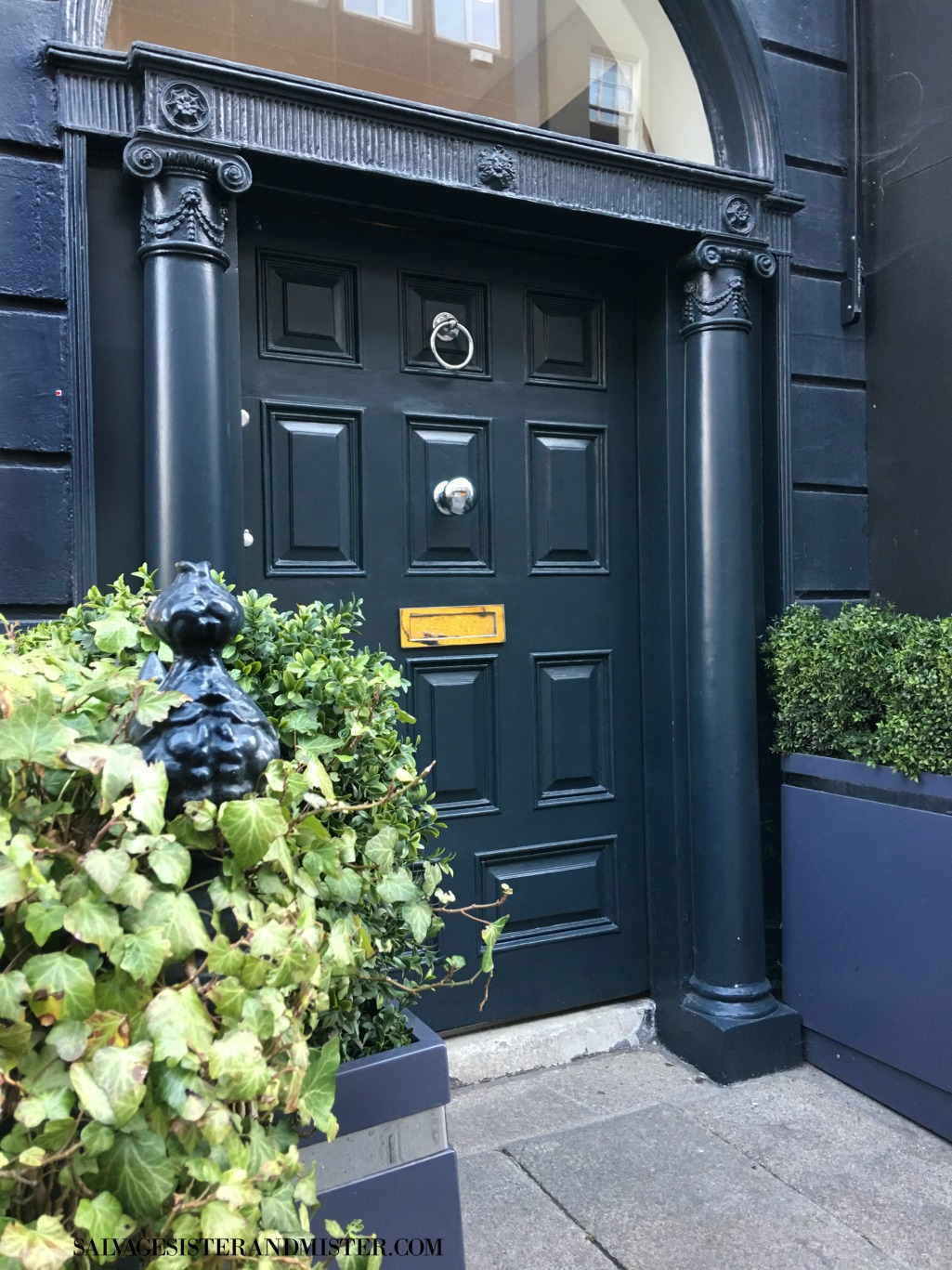 travel ireland - sharing the beautiful doors of dublin and all across the country on salvagesisterandmister.com
