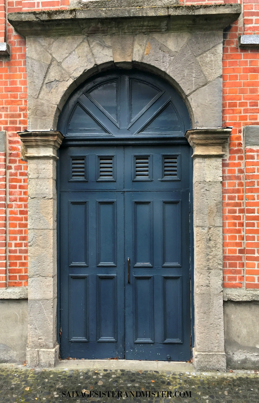 The colorful and beautiful doors of Ireland on salvagesisterandmister.com