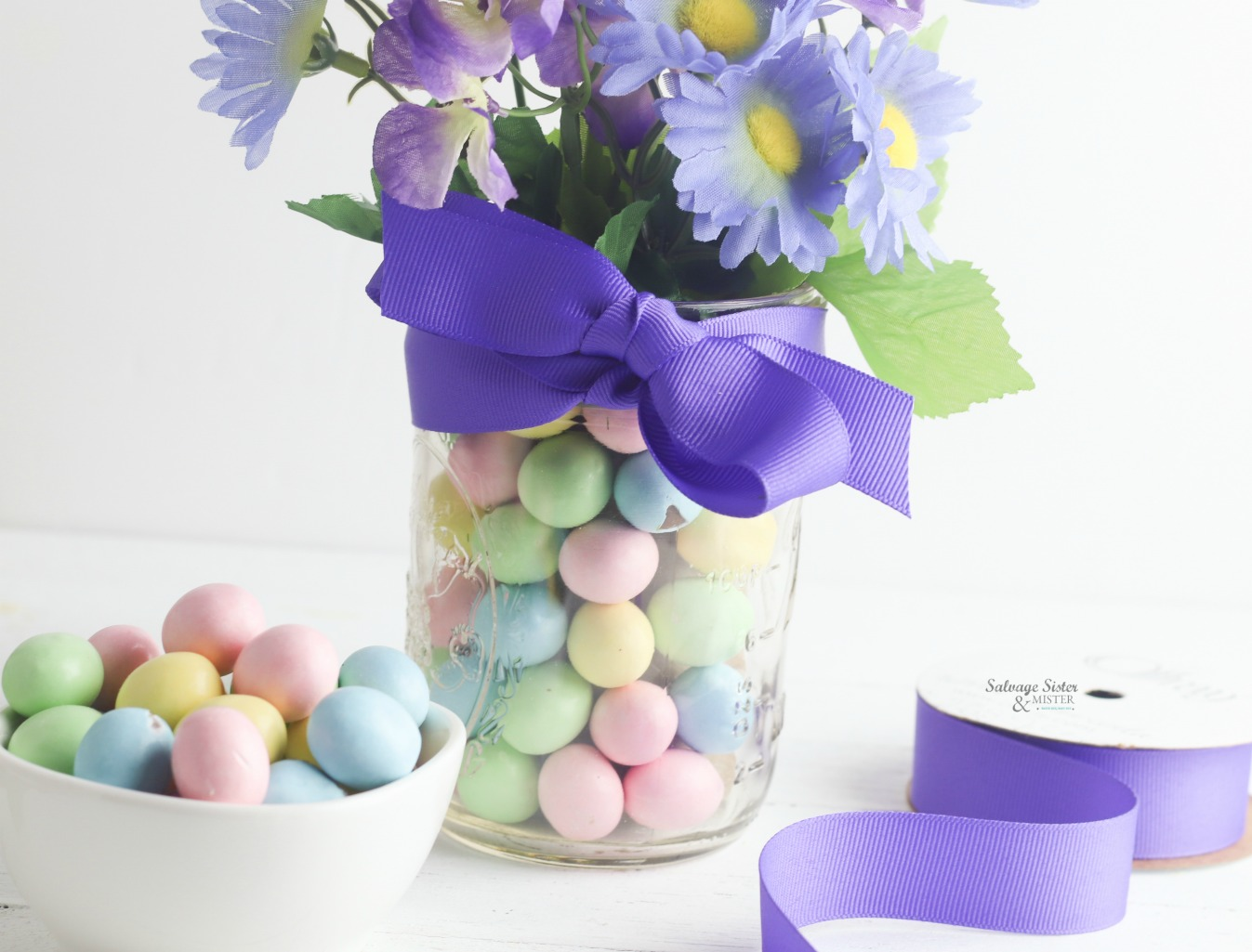 DIY tutorial (craft) mason jar candy Easter vase is done with just a few items and a great way to upcycle items you have on hand. on salvagesisterandmister.com