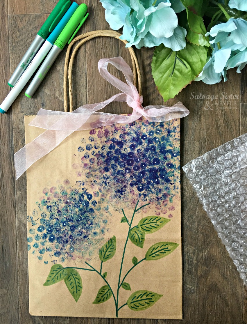 use some extra bubble wrap leftover to create these painted hydrangeas.  Craft using items you have on hand.  Fun for adults or kids to do. Details on salvagesisterandmister.com